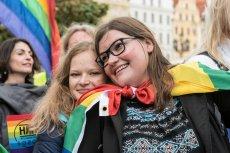 """Australijki i australijczycy powiedzieli """"tak"""" legalizacji małżeństw jednopłciowych (zdj. poglądowe z Wrocławskiego Marszu Równości 2017)."""