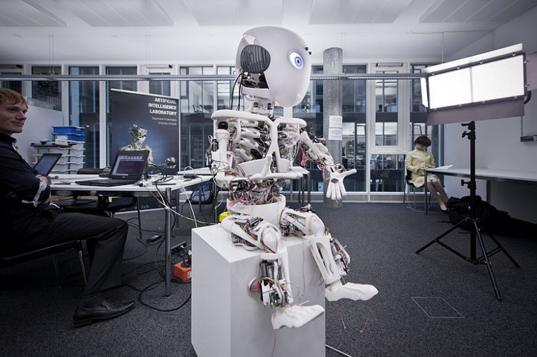 Robot o imieniu Roboy – raczej nieprędko zostanie twoim kolegą z biura