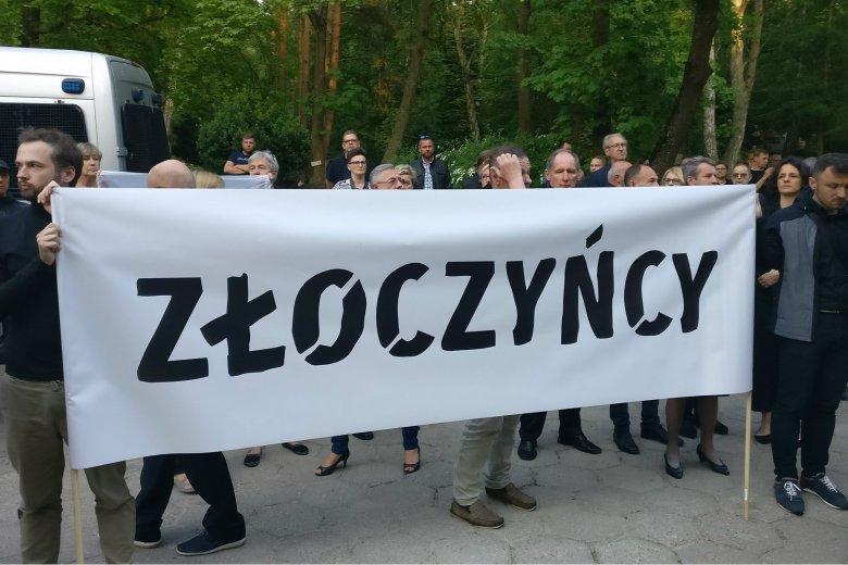 Rodzina i znajomi Arkadiusza Rybickiego protestowali przeciwko jego ekshumacji w Gdańsku.