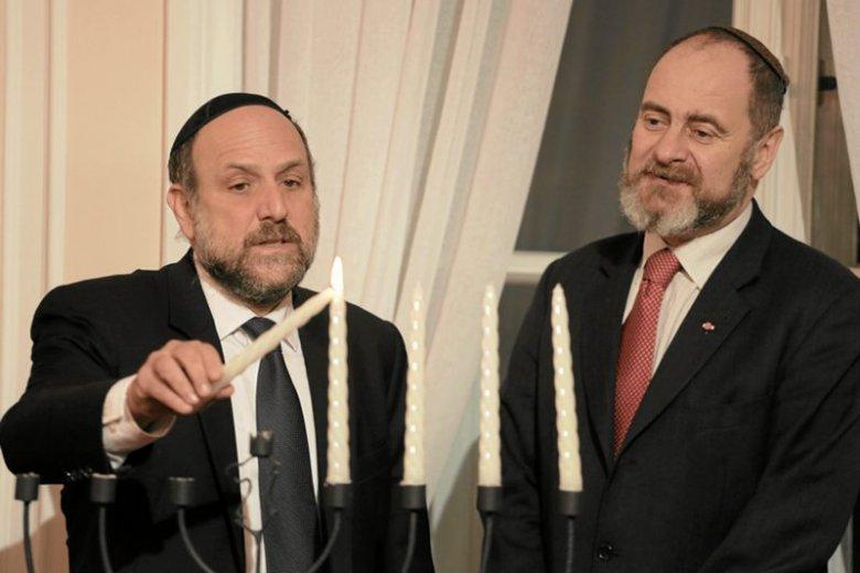 """Rabin Michael Schudrich i Piotr Kadlcik oskarżeni w tekście """"Forbesa"""" o majątku Żydów"""