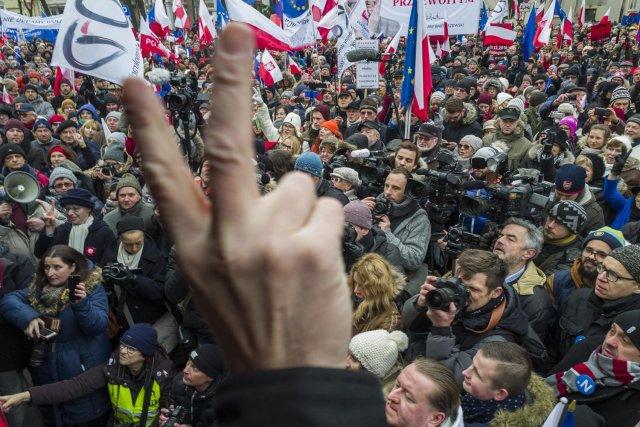 Demonstracje opozycji 16 grudnia 2016 r. przeciwko ograniczaniu obecności mediów w Sejmie i nieprawidłowemu głosowaniu budżetu.