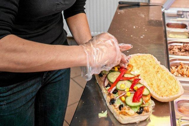 Jedna z firm sprzedaje kanapki za 15,5 miliona złotych rocznie.