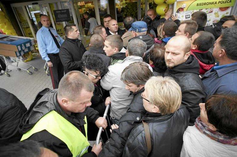 Polacy szturmują galeria handlowe i dyskonty podczas Czarnego Piątku (zdjęcie ilustracyjne).