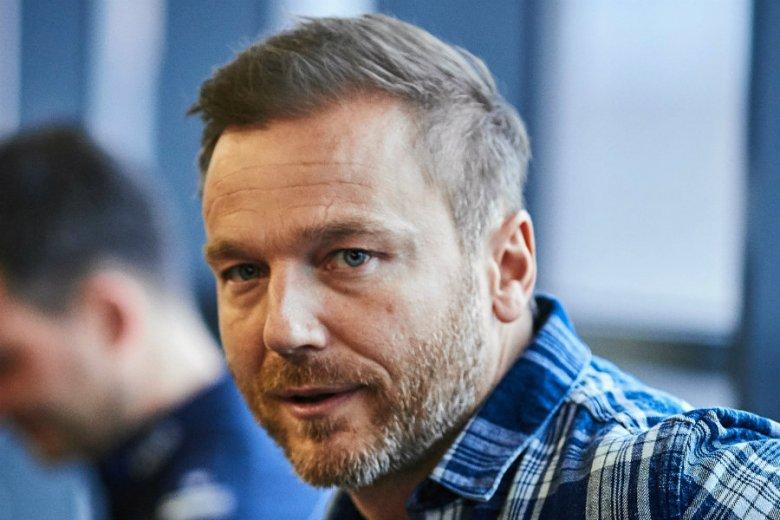 """Krystian Wieczorek, czyli Andrzej Budzyński z """"M jak miłość"""", został ojcem. Aktorowi urodziła się córeczka."""