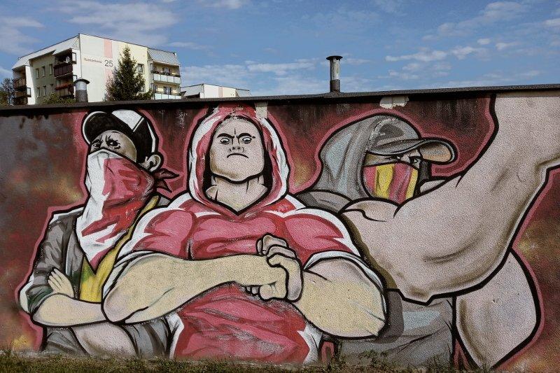 Tym graffiti Zielone Wzgórza witają wszystkich wjeżdżających od strony centrum Białegostoku ulicą Hetmańską.