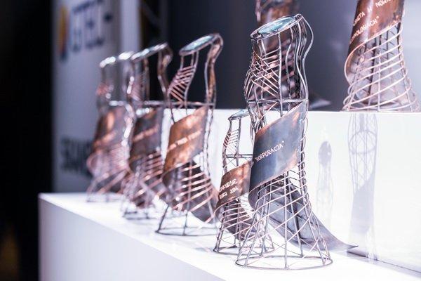 Statuetki VI Edycji Konkursu Sukces Pisany Szminką Bizneswoman Roku