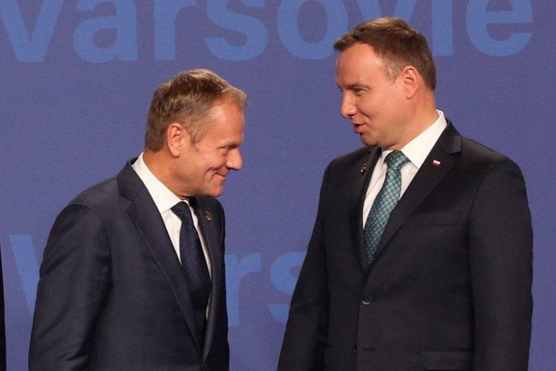 Andrzej Duda w najnowszym sondażu góruje nad Donaldem Tuskiem. Obecny prezydent odniósłby zwycięstwo w II turze wyborów.