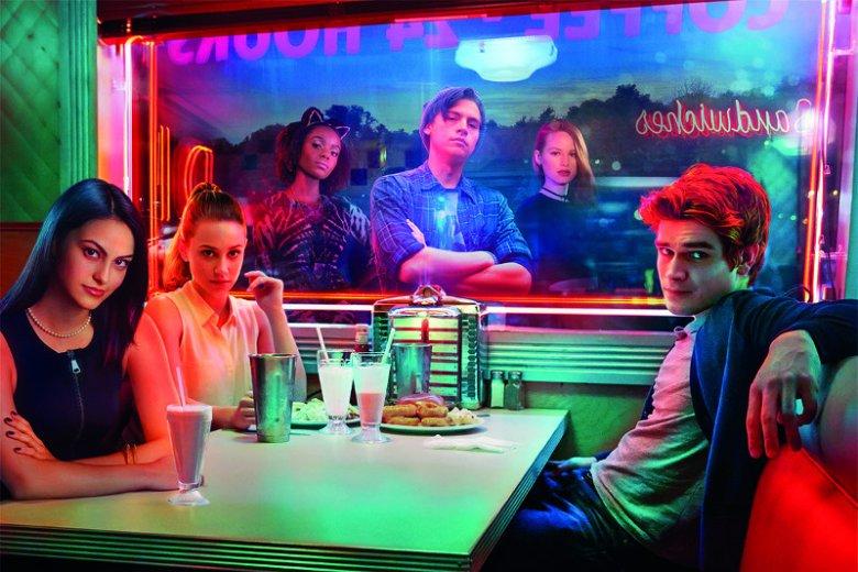 """Fani serii """"Riverdale"""" będą w siódmym niebie: na rynku ukazał się """"brakujący odcinek"""" serii."""