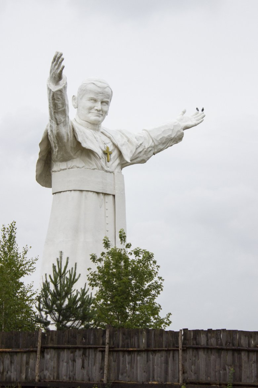 Pomnik Jana Pawła II w Częstochowie jest najwyższy na świecie. Ma aż 14 metrów wysokości.