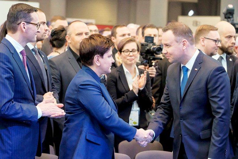 Jak poinformował prezydencki rzecznik Krzysztof Łapiński, prezydent Andrzej Duda oczekuje szybkiego zamknięcia tematu rekonstrukcji rządu.