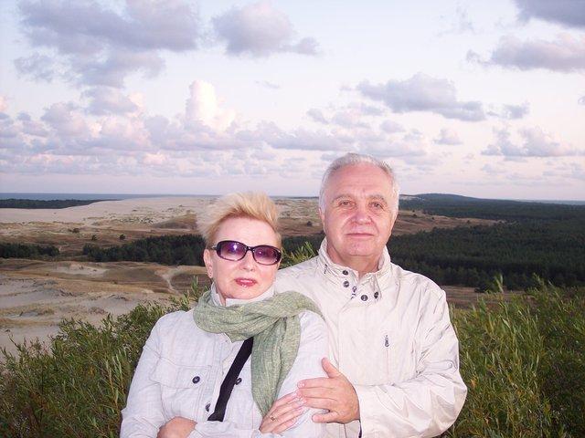 Krystyna Kofta i jej mąż Mirosław. Fotografia z Nidy, na Litwie.