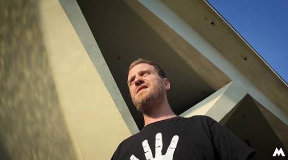 """Szymon Igoronco, kadr z klipu """"10 lat funk"""""""