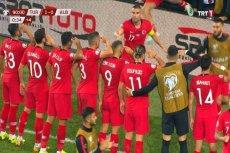 Reprezentanci Turcji salutowali po strzeleniu gola.