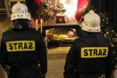Proboszcz z Kaczorowa zabronił strażakom udziału w pogrzebie kolegi i warty przy grobie pańskim.