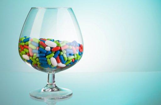 Na lekomanię wpływ mają również reklamy leków przeciwbólowych, antygrypowych, witamin i suplementów diety