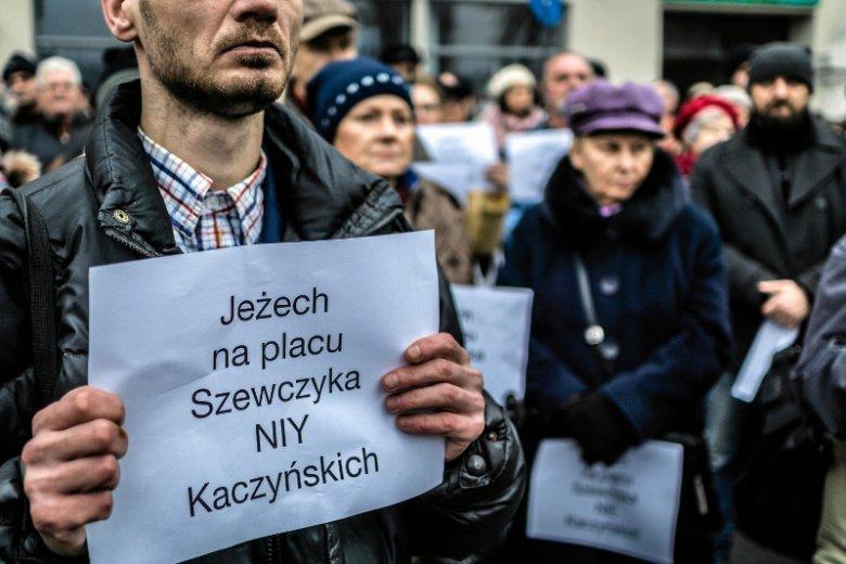 """Ślązacy bronią plac """"swojaka"""". Pytają co Lech i Maria Kaczyńscy zrobili dla Katowic?"""