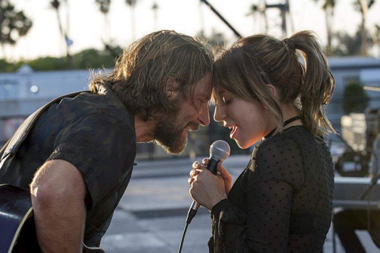"""Lady Gaga i Bradley Cooper zagrali w """"Narodzinach gwiazdy"""" zakochanych w sobie muzyków"""