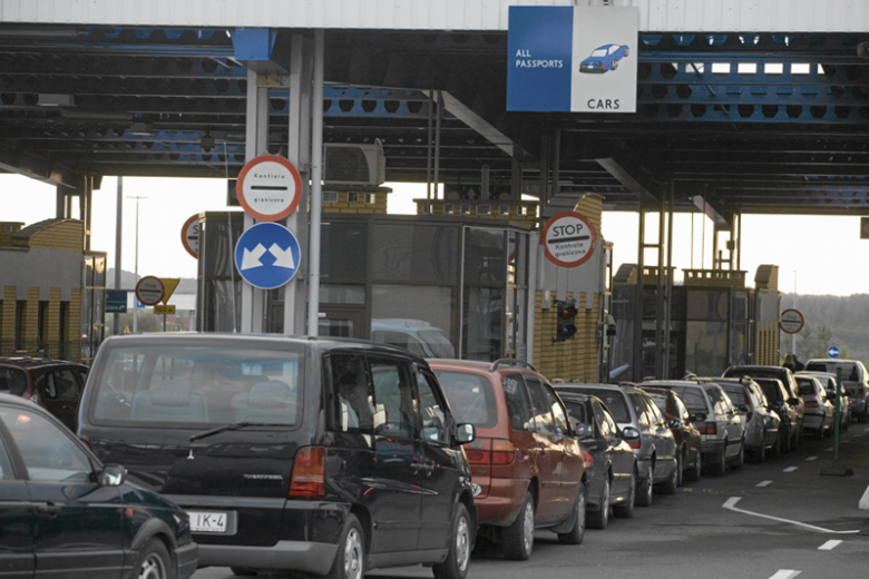 Przejście przez granicę z Polską jest celem wielu Białorusinów. Dlatego płacą olbrzymie sumy za wizy