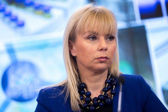 Elżbieta Bieńkowska nie zamierza odpuszczać Volkswagenowi.