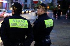 Strażnicy miejscy złapali na gorącym uczynku parę, która uprawiała seks oralny na placu Szczepańskim w Krakowie.