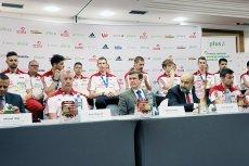 Polscy siatkarze wraz z trenerem Vitalem Heynenem wzięli udział w pierwszej konferencji prasowej po powrocie do kraju.