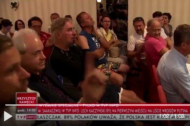 Pracownik TVP (potrząsa palcem) zdenerwował się słowami, że w Polsce nie ma już telewizji publicznej.