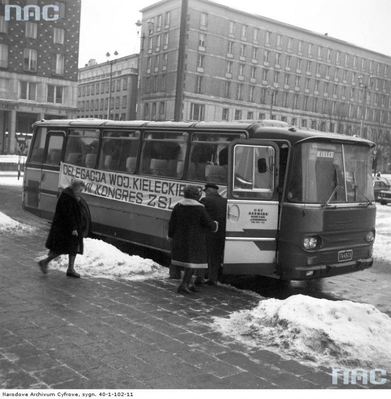 Autosan H9. Przybycie delegacji na VII Kongres Zjednoczonego Stronnictwa Ludowego, Warszawa 1976 r.