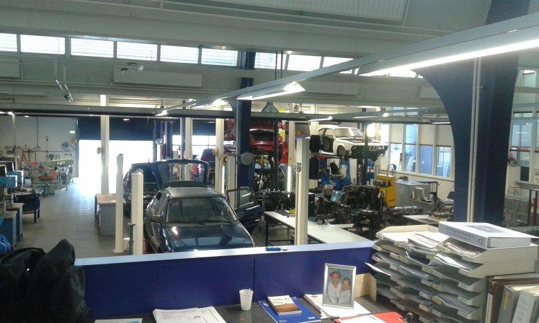 Pracownia dla uczniów mechaniki samochodowej w holenderskiej zawodówce