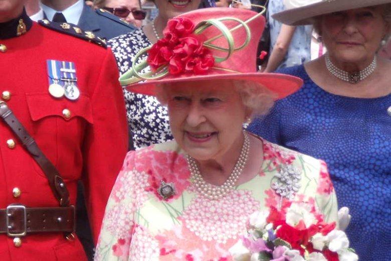 """Królowa Zjednoczonego Królestwa Wielkiej Brytanii i Irlandii Północnej Elżbieta II odwołała wizytę w Walii z powodu """"objawów nieżytu żołądka i jelit""""."""