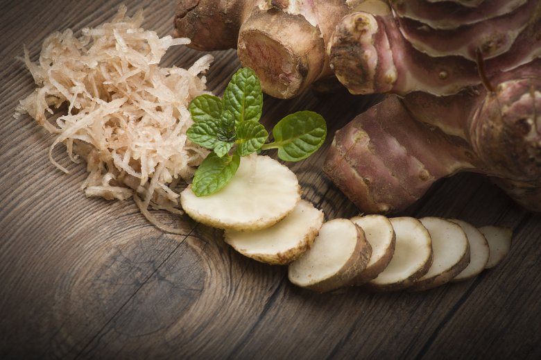 Młode bulwy topinambura możecie jeść na surowo.