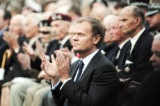 Jako premier Polski Donald Tusk dbał o zachowanie pamięci o ofiarach Powstania Warszawskiego. Nie porzucił tej misji także jako przewodniczący Rady Europejskiej.