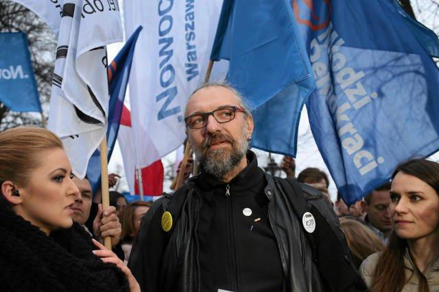 Mateusz Kijowski podczas pikiety KOD i Partii .Nowoczesna.