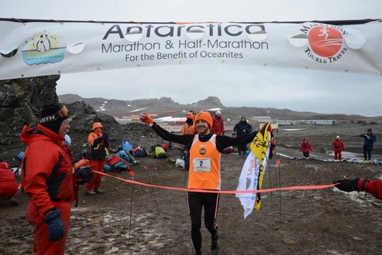 Polak Bartosz Mazerski wygrał maraton na Antarktydzie