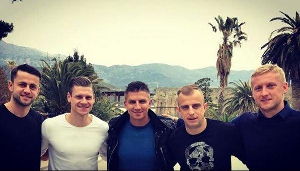 Mateusz ma bardzo dobry kontakt z naszymi piłkarzami.