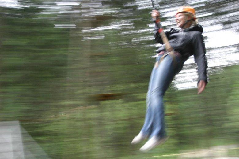 Magda na wahadle w parku linowym w Rytrze. Końska dawka adrenaliny i endorfin.