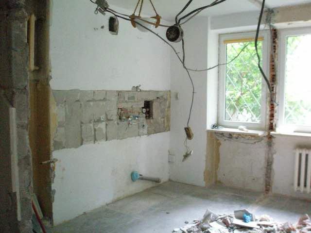 Mieszkanie wymagające remontu to także dodatkowe wydatki. Warto to wszystko zaplanować.
