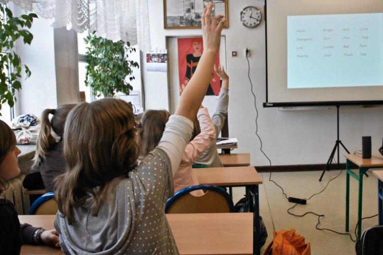 Do Rzecznika Praw Dziecka przychodzi wiele skarg od rodziców uczniów VII klas. (zdjęcie poglądowe)