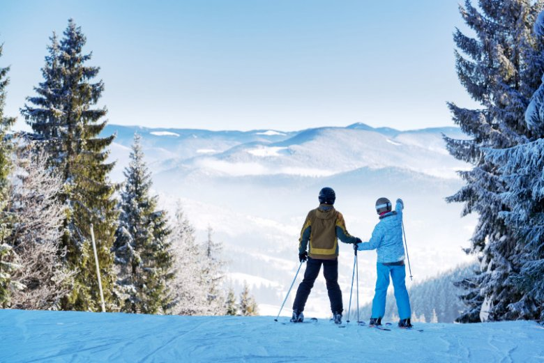 Ubezpieczenie narciarskie to rodzaj polisy turystycznej przeznaczonej dla narciarzy i pasjonatów innych sportów zimowych takich jak snowboarding, saneczkarstwo czy łyżwiarstwo