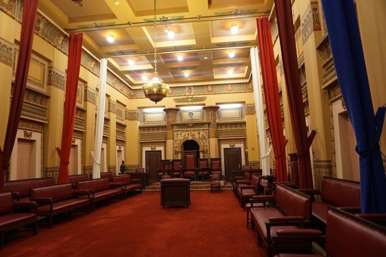Sala w budynku nowojorskiej loży masońskiej.