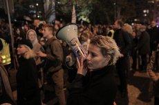 Pod Sejmem ostro protestowano przeciwko zakazowi edukacji seksualnej