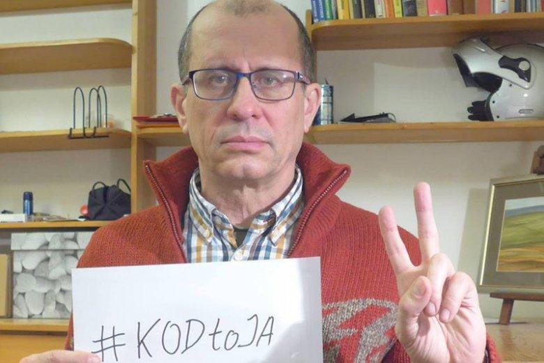 Władysław Ciejka z KOD obsztorcował policjantów, którzy interweniowali w trakcie kontrmiesięcznicy smoleńskiej