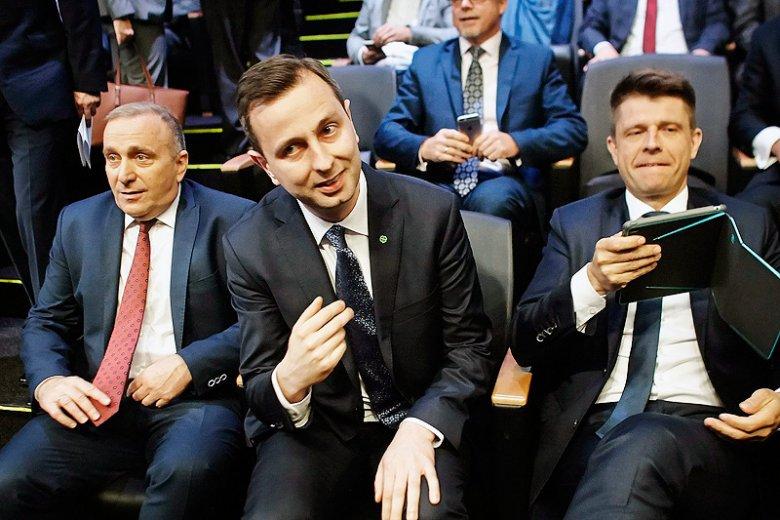 To przede wszystkim podzielona i słaba opozycja niszczy Polskę. Politycy PiS robi po prostu to, na co pozwalają im inni.
