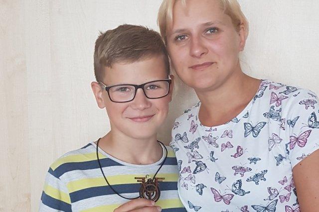 Ewa Banysz z synem Karolem, który został mistrzem ortografii w konkursie dla dzieci w Hadze.