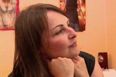 Pani Lidia ze Szczytna jest krytykowana za kolczyk w uchu.