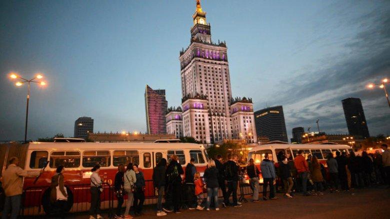 """Podróż autobusem """"ogórkiem"""" to już tradycja w Noc Muzeów."""
