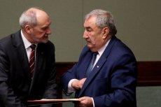 Poseł Andrzej Melak chce zakazać sprzedaży niektórych tytułów na stacjach benzynowych Orlenu.