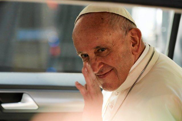 """Papież Franciszek chce zmienić fragment modlitwy """"Ojcze nasz""""."""