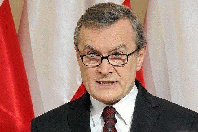 """Wicepremier, minister kultury i dziedzictwa narodowego twierdzi, że Polakom przeciwnym PiS zależy """"by ludzie się bili na ulicach""""."""