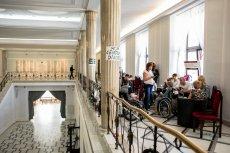 Od środy trwają protesty w Sejmie mające na celu zmienienie sytuacji związanej m.in. ze świadczeniem socjalnym dla dzieci niepełnosprawnych.
