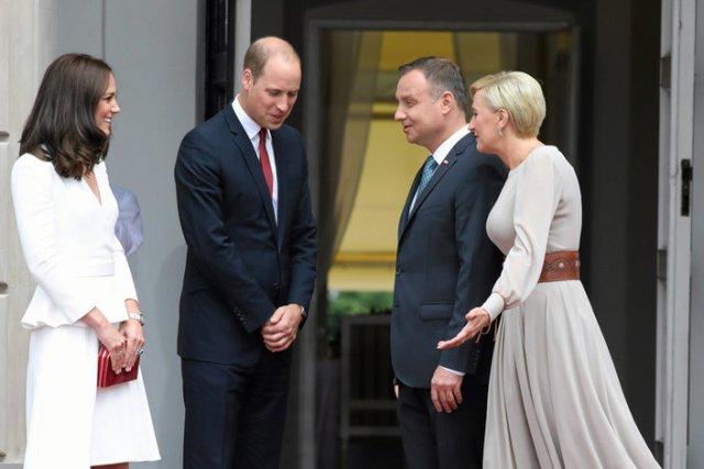 """Kate i William pod ostrzałem krytyki po wizycie w Polsce. Guardian: """"Ocieplili wizerunek przerażającego rządu""""."""